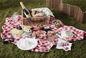 De Beauvoir Deli picnic hamper